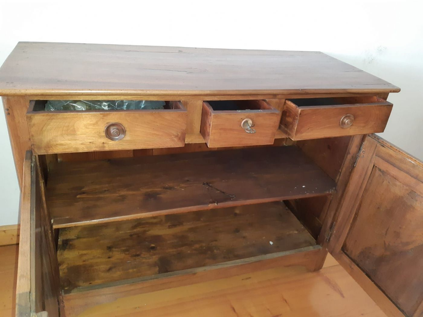 thumb2|credenza a due ante